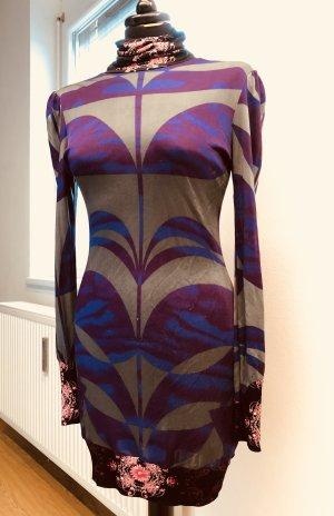 Ausgefallenes Kleid mit buntem Print