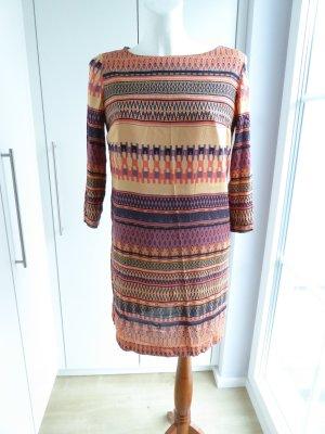 ausgefallenes leicht fließendes Kleid