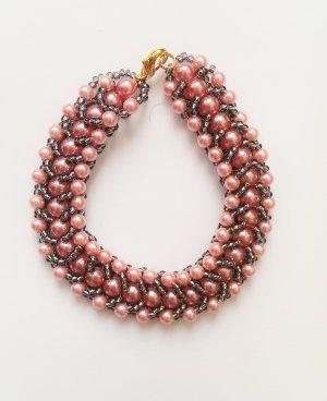 ausgefallenes Perlenarmband rosa schwarz
