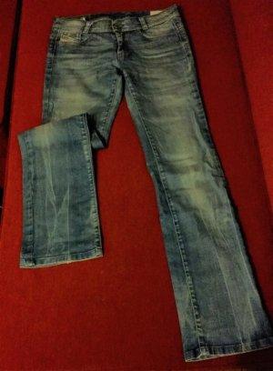 Ausgestellte Jeans Gr. 28/32 (S/36) von Diesel
