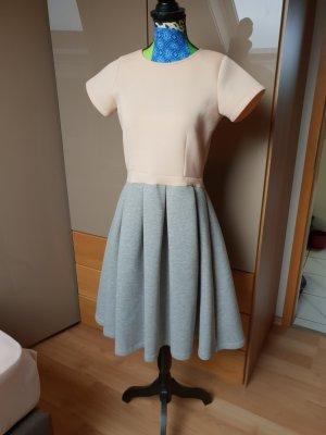 Asos A-lijn jurk lichtgrijs-abrikoos