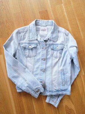 Ausgewaschene helle Jeansjacke