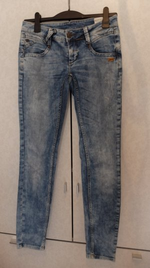 Ausgewaschene Jeans von Gang