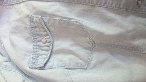 Ausgewaschene Jeansbluse mit Brusttaschen