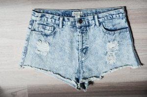 Ausgewaschene Jeansshorts
