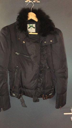 Außergewöhnlich schöne Jacke mit abnehmbaren Fellkragen