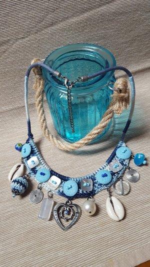 Außergewöhnliche Kette gehäkelt mit Muscheln, Perlen u Knöpfen *handmade*