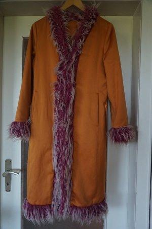 Außergewöhnlicher Mantel mit Kunstfell