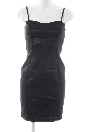 Axara Robe fourreau noir style classique
