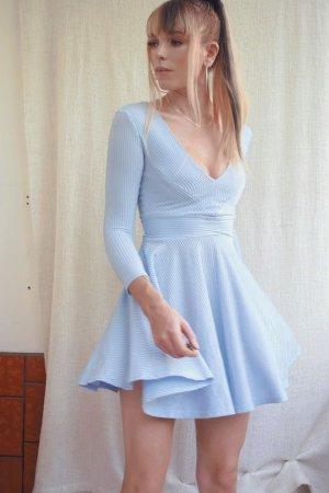Babyblaues Kleid mit tiefem V-Ausschnitt und metallic von Topshop
