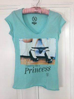 babyblaues T-Shirt mit V-Ausschnitt von Boombap