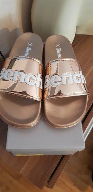 Bench Sandalias tipo clog color oro-blanco