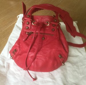 Balenciaga Giant Mini Pompon Bucket Bag Tasche in Pink