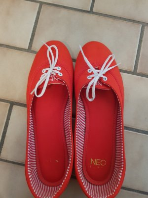 Adidas NEO Ballerines à lacets rouge