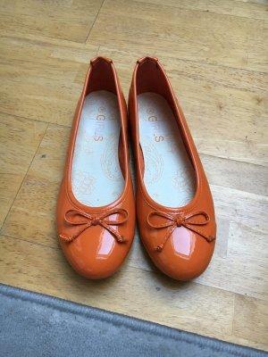 Bailarinas de charol con tacón naranja