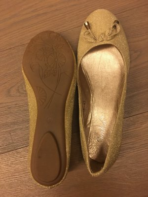 Ballerina in gold aus synthetic