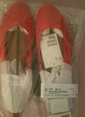 Ballerina in rot zu verkaufen