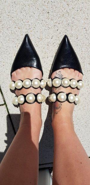 Ballerina mit Perlen