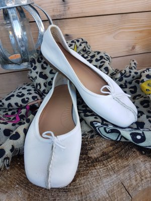 Clarks Ballerinas with Toecap natural white leather