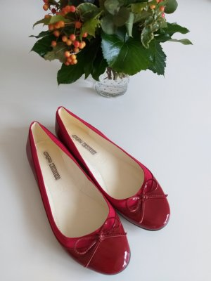 Buffalo London Patent Leather Ballerinas dark red-brick red