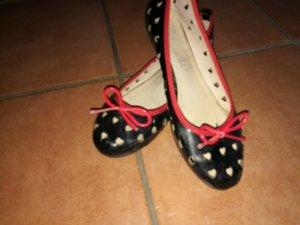 Ballerinas glanz/lack Schwarz rot mit herzen
