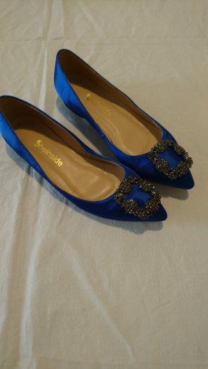 Ballerinas in angesagtem königsblau