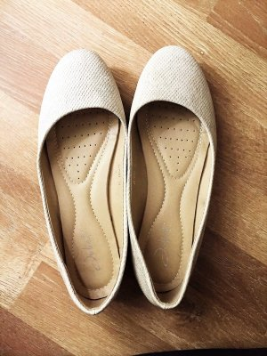 Ballerinas mit raffinierten Muster in beige Gr. 39