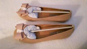 Ballerinas mit Schleife aus rosa Wildleder