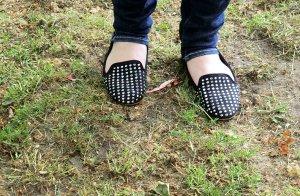 Ballerinas/Slipper mit Nieten von Zara
