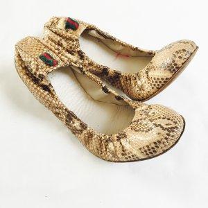 Ballerinas von Gucci, Leder, schlangenoptik, Gr. 40, beige
