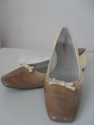 Ballerinas von Prada in beige/grau