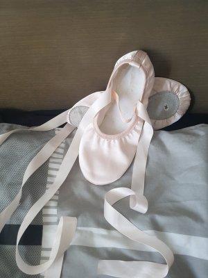 Balletschuhe aus Satin: Rosa