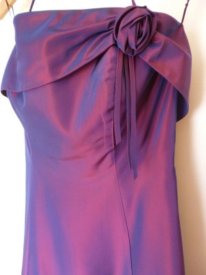 Ballkleid / Festliches Kleid in violett-bordeaux
