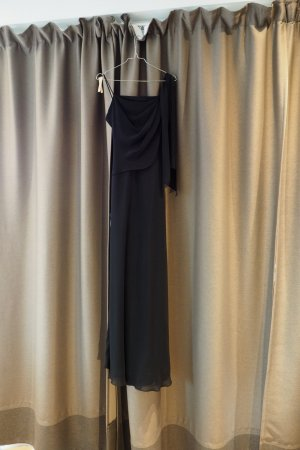 Ballkleid schwarz mit feinem Schal