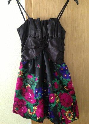 vestido de globo negro-rojo ladrillo