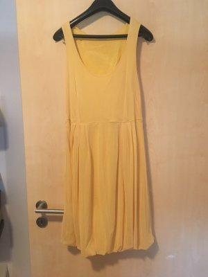 Apart vestido de globo amarillo pálido