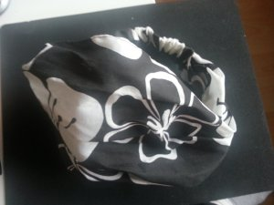 Headdress black-white