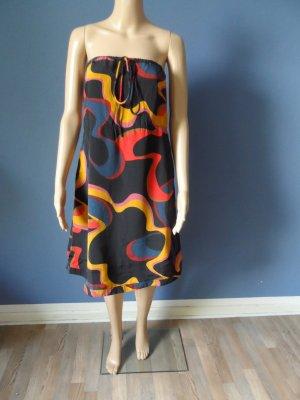 Bandeau-Kleid aus Satin mit tollem Muster