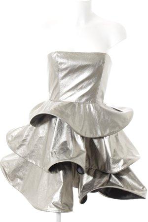 Vestido bandeau color plata estilo fiesta