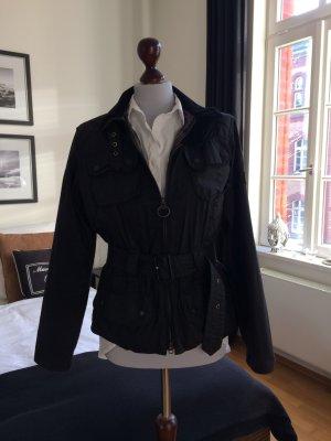 Barbour Jacke in der Farbe schwarz