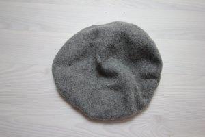 Gorra gris
