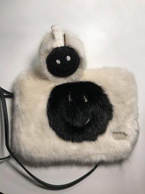 Barts Felltasche mit passenden Ohrenwärmern