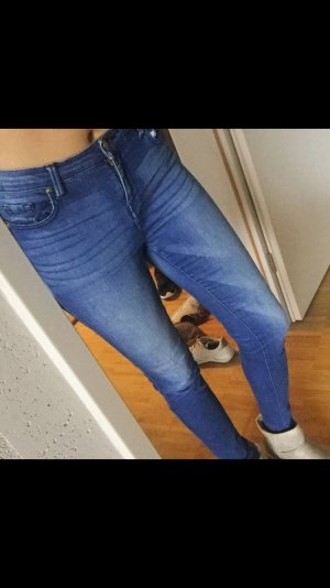 Basic Jeans in blau Mango
