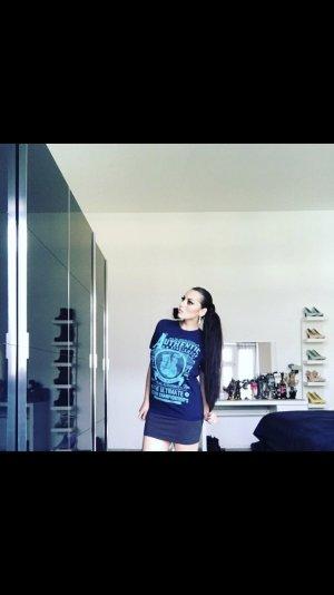 basic t-shirt in dunkelblau mit türkiser aufschrift
