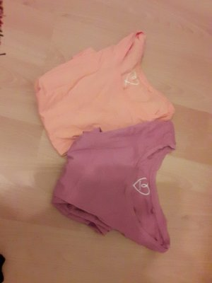Basic-T-Shirts in lila und orange in Top Zustand