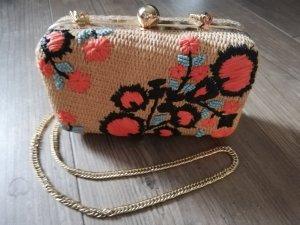 Bast Clutch Handtasche mit Stickerei, Zara