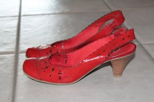 Bata, rote Kitten-Heel-Pumps aus Lackleder, Gr. 38