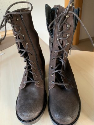 Bata Botas con cordones marrón oscuro