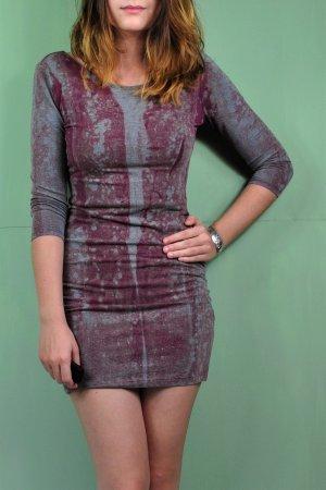 Batik Kleid mit Streifen in Weinrot / Lila und Grau-Blau