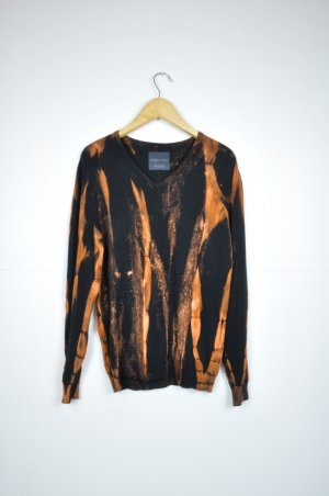 Batik Strick Pullover in Schwarz und Orange
